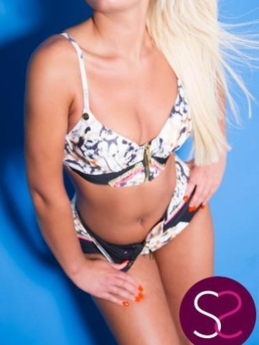Sex ad by escort Nikki (20) in Manchester - Photo: 3