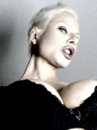 Sex ad by kinky MILF escort Marlinda Branco (34) in London - Photo: 4