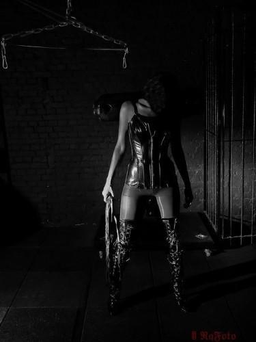 Fetish Mistress Kali in Bergen op Zoom, Nederland - Foto: 4