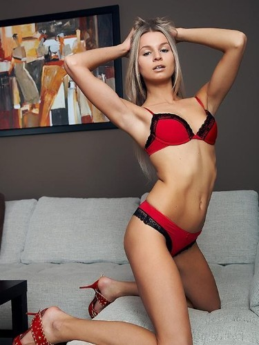Karina (24) в Санкт-Петербург эскорт - Фото: 1