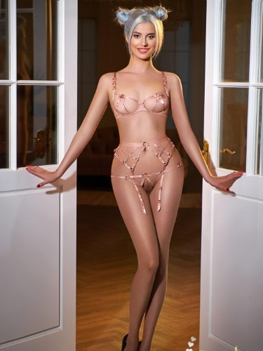 Sex ad by kinky escort Cezy (21) in London - Photo: 4