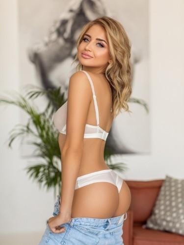 Carmen (23) Fetish Teen Escort Babe in Bologna - Photo: 6