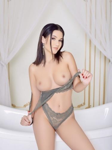 Alicia (18) Fetish Teen Escort Babe in Milan - Photo: 4