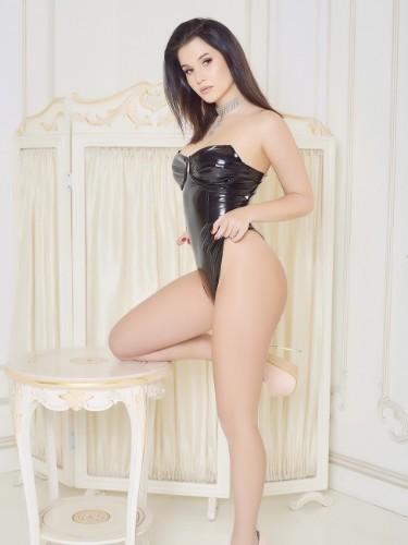 Alicia (18) Fetish Teen Escort Babe in Milan - Photo: 2