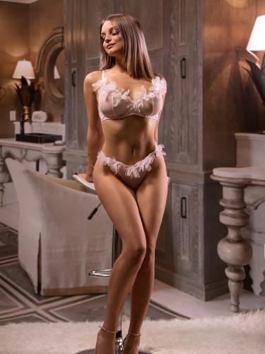 Mariana (22) Teen Escort Babe in Milan - Photo: 6