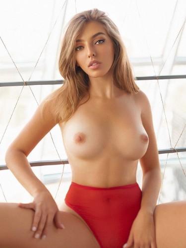 Kate (20) Fetish Teen Escort Babe in Milan - Photo: 4