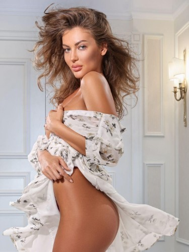 June (23) Teen Escort Babe in Florence - Photo: 1