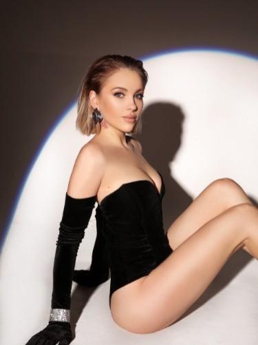 Mia (22) Teen Escort Babe in Milan - Photo: 4
